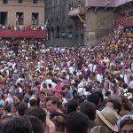 Le contrade del Palio di Siena: diciassette versioni della stessa umanità.