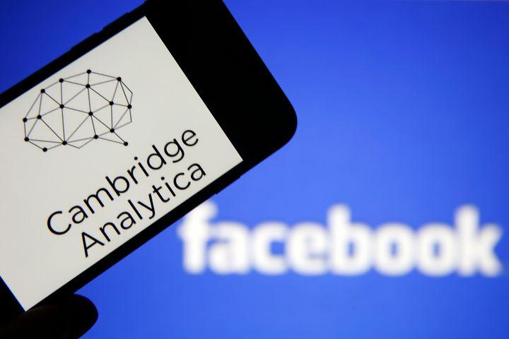 """Privacy, Facebook paga miliardi di multe ma """"se ne frega…"""""""